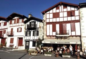 Maison traditionnelle style basque